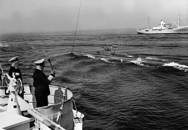 Эрих Редер приветствует экипаж подлодки. 1939 г.