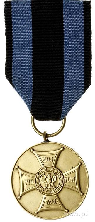 Аверс Золотой медали «Заслуженным на Поле Славы».