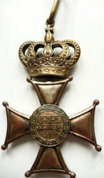 Реверс Командорского креста ордена Виртути Милитари.