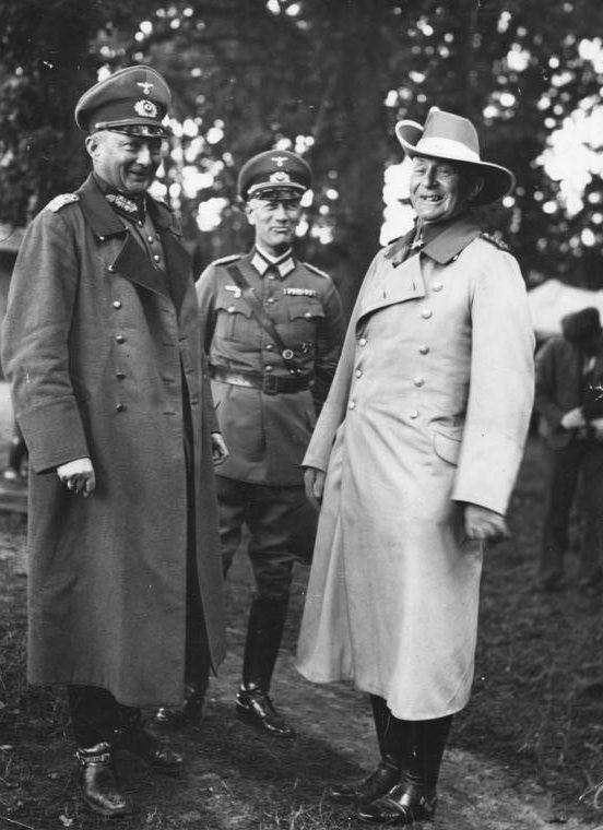 Ганс Клюге и фон Леттов-Форбек. 1935 г.