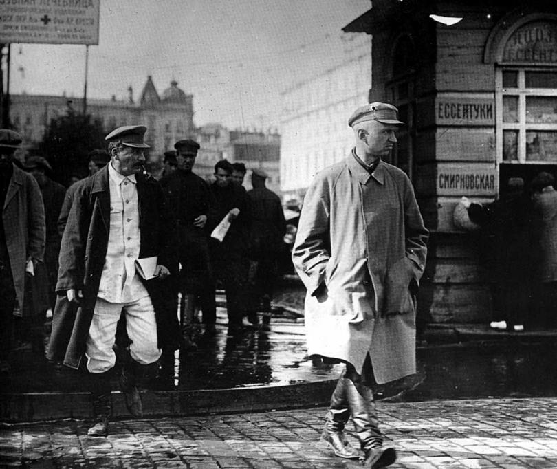 Сталин с оранной на улицах Москвы. 1927-1929 годы.