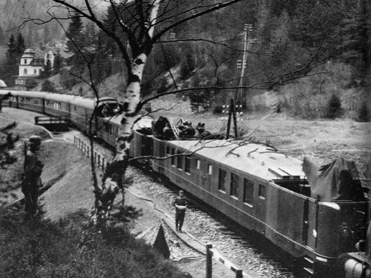 Поезд Гитлера в движении.
