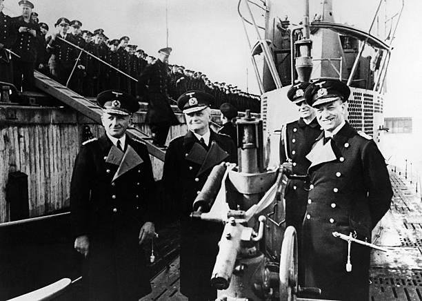 Эрих Редер на борту подводной лодки U-47. 1939 г.