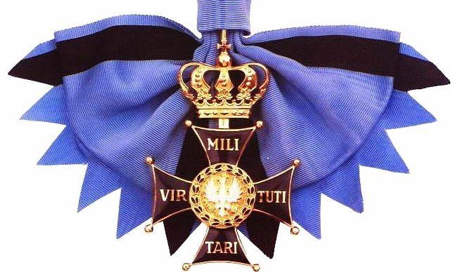 Вариант ношения Большого креста ордена Виртути Милитари на ленте.