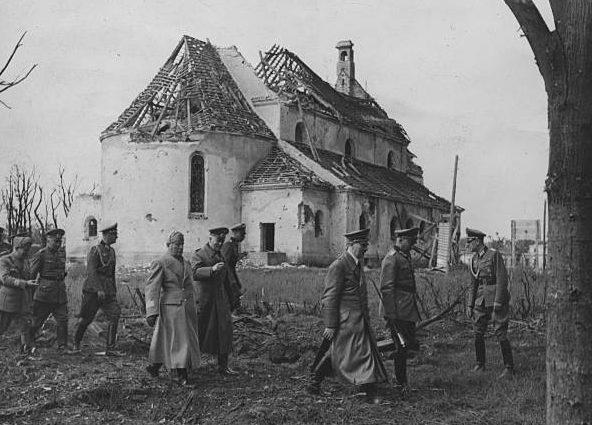 Ганс Клюге, Адольф Гитлер и Вильгельм Кейтель в районе Брест-Литовска. 1941 г.