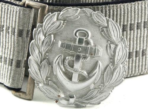 Парадный ремень и серебристая пряжка офицера административного и берегового состава Кригсмарине, диаметром 58 мм.