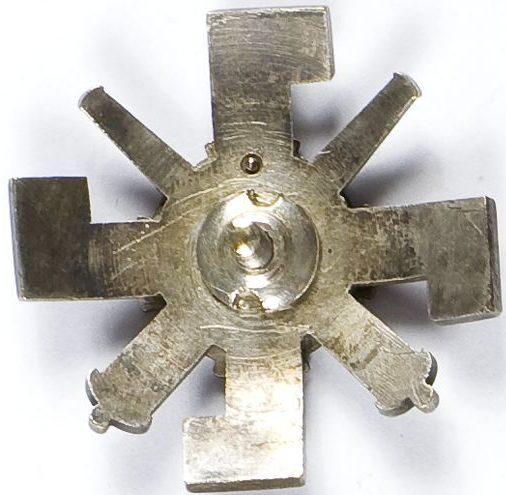 Аверс и реверс офицерского полкового знака 1-го моторизованного артиллерийского полка.