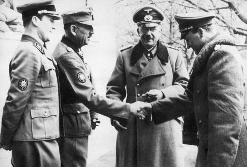 Лотар Рендулич с офицерами. 1941 г.