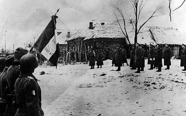 Ганс Клюге с инспекцией французского региона на Восточном фронте. 1942 г.