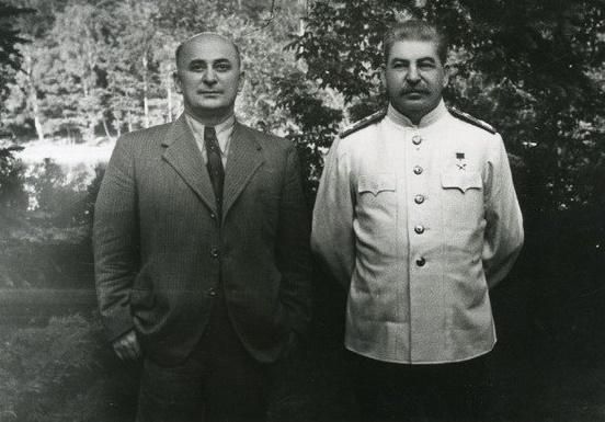 Сталин и Берия. Одна из последних фотографий обоих.