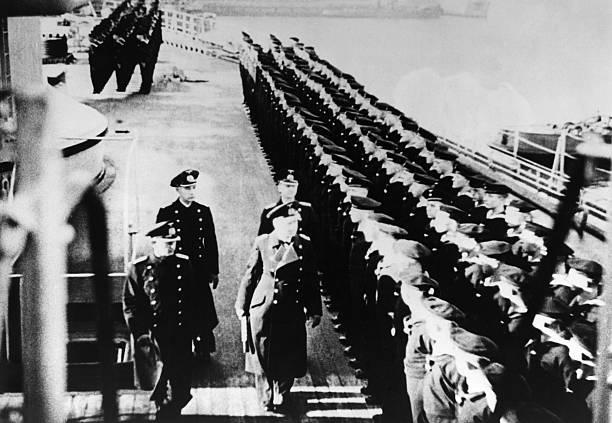 Эрих Редер на палубе линкора. 1940 г.