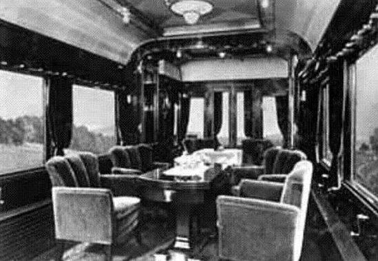 Конференц-зал поезда.