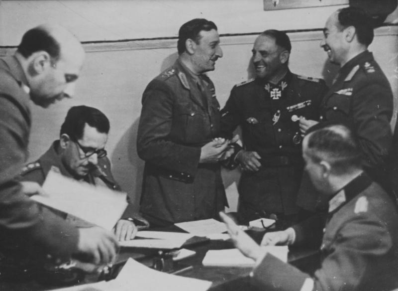 Зепп Дитрих и генерал Георгиос Цолакоглу во время подписания капитуляции Греции. 1941 г.