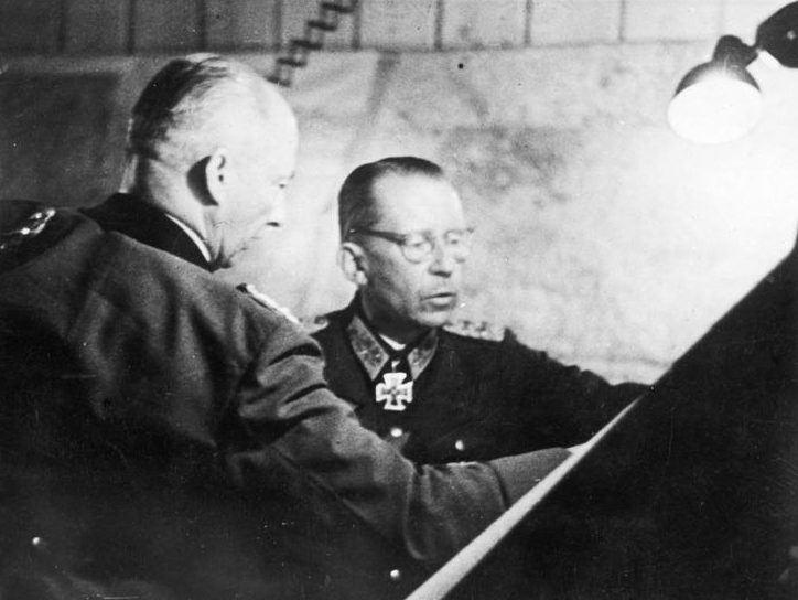 Ганс Клюге и Готхард Хейнриси. 1943 г.