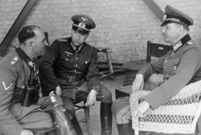 Зепп Дитрих и Вильгельм Лист на переговорах о капитуляции греческой армии. 1941 г.