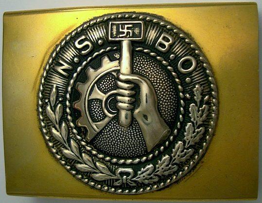 Ремень и пряжки рядового состава NSBO с официально утвержденной символикой.