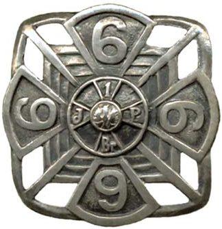 Аверс и реверс полкового знака 6-го пехотного полка им. Ю. Пилсудского.