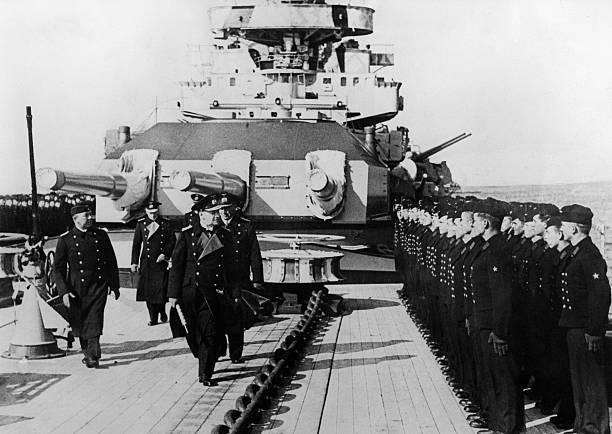Эрих Редер на палубе крейсера. 1941 г.