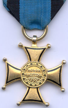Реверс Золотого креста ордена Виртути Милитари.