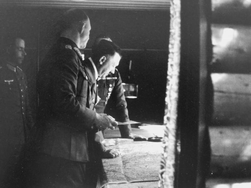 Альфред Йодль и Вильгельм Кейтель у карты. г. Бад Мюнстерэйфель.1940 г.