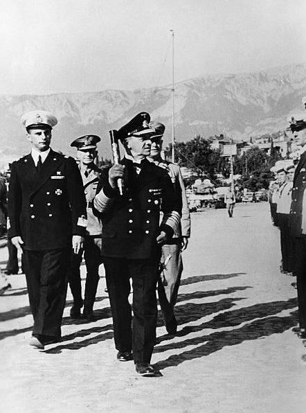 Эрих Редер на военно-морской базе в Крыму. 1942 г.