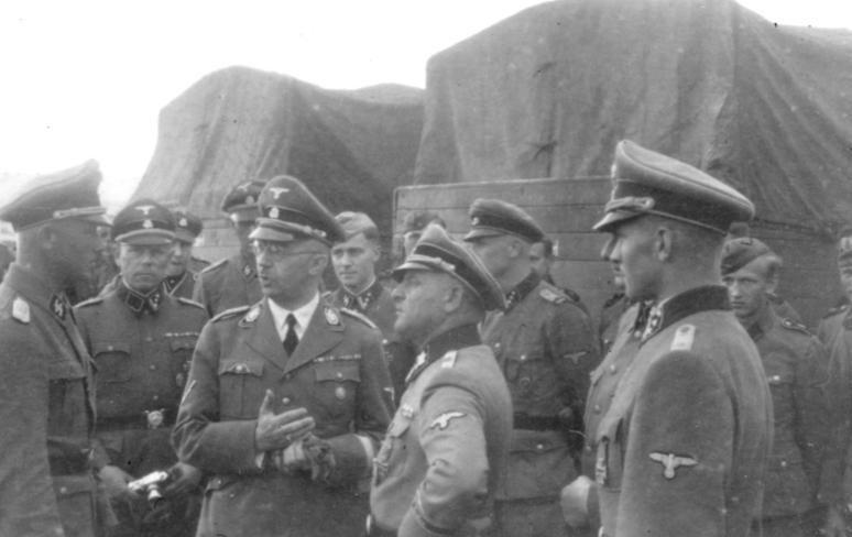 Зепп Дитрих и Генрих Гиммлер. Греция. 1941 г.