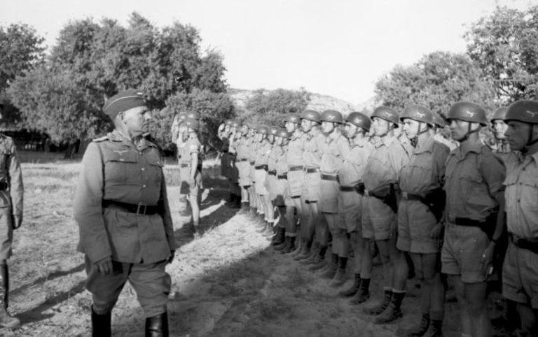 Бернхард Рамке с ротой десантников перед вылетом на о. Крит. 1941 г.