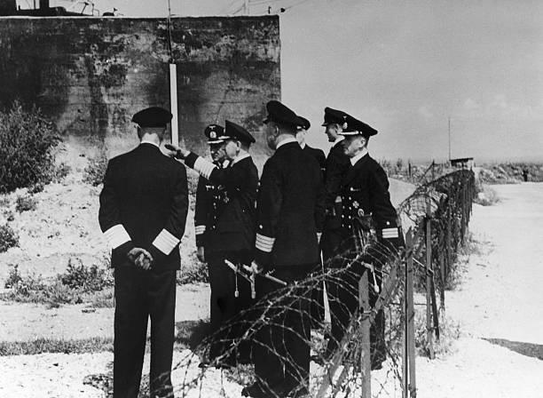 Эрих Редер при осмотре укреплений на канал-Побережье, 1942 г.