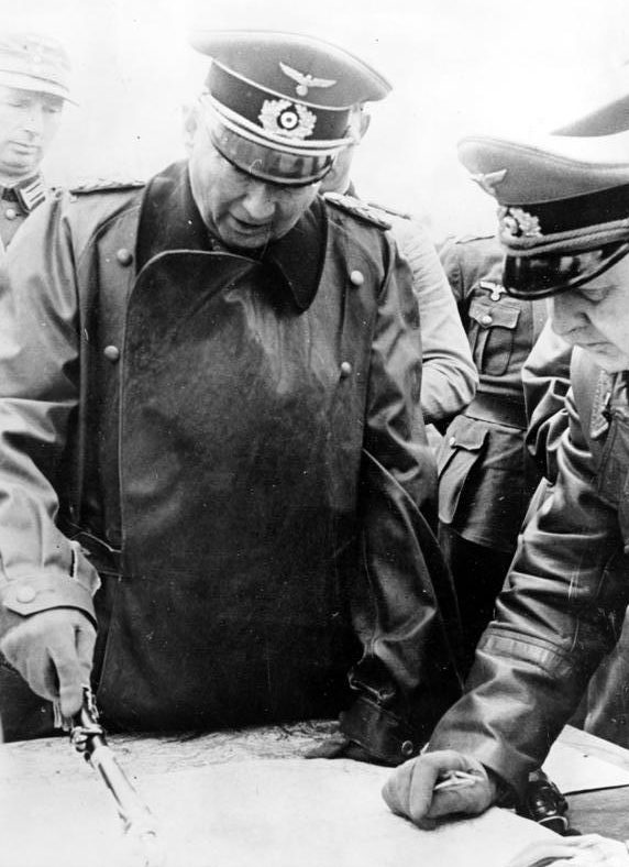 Ганс Клюге во время посещения Атлантического вала. 1944 г.