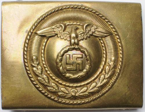 Пряжка латунная штурмовых отрядов СА 1-го типа. Статичная свастика представляет мюнхенский крест, который носили добровольческие корпуса.
