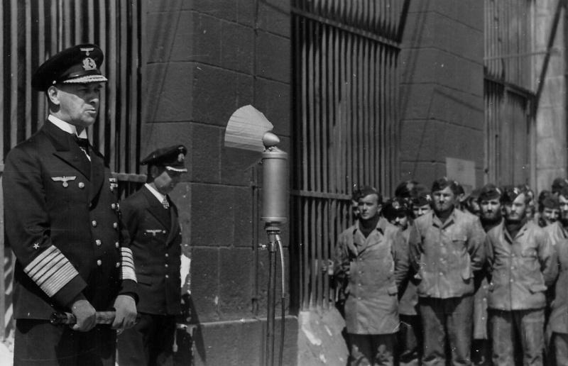 Эрих Рёдер и Карл Дёниц на военно-морской базе Лорьян во Франции. 1942 г.