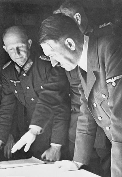 Альфред Йодль и Адольф Гитлер. 1942 г.