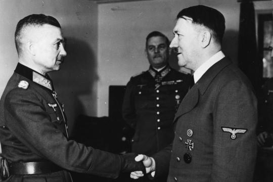 Вальтер Модель и Адольф Гитлер. 1942 г.