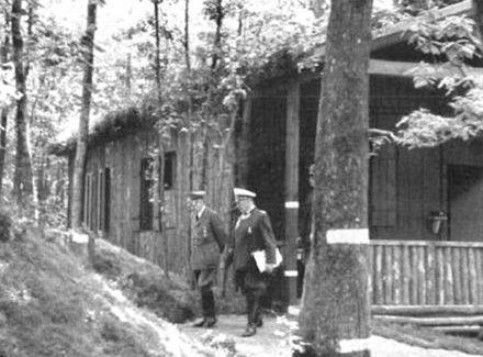 Гитлер и Геринг в «Felsennest».
