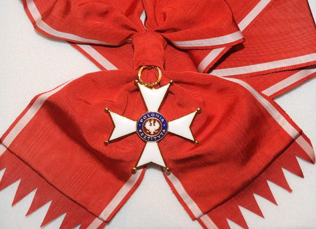 Аверс Большого Креста ордена Возрождения Польши с лентой.