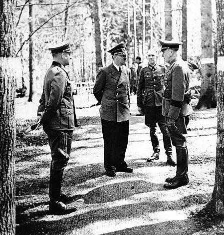 Альфред Йодль и Адольф Гитлер. 1943 г.
