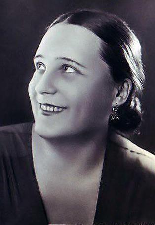 Вера Александровна Давыдова - Народная артистка РСФСР (1951). Лауреат трёх Сталинских премий первой степени (1946, 1950, 1951).