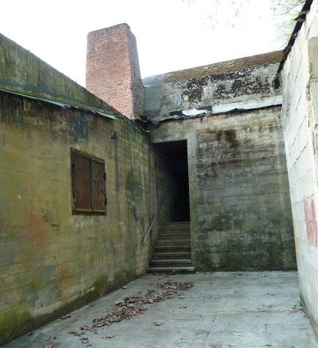 Вход в бомбоубежище Гитлера.