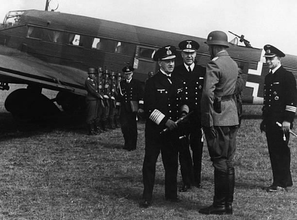 Эрих Рёдер с инспекционной поездкой в Данию. 1942 г.