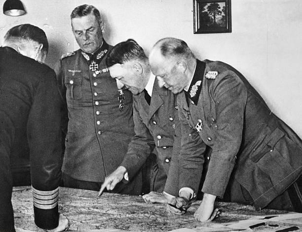 Альфред Йодль, Адольф Гитлер, адмирал Редер и Вальтер Браухич. 1943 г.