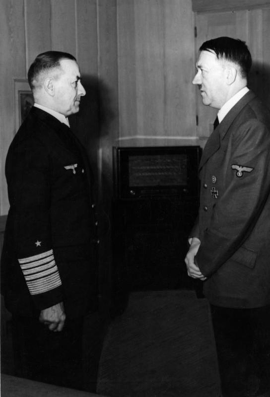 Эрих Рёдер и Адольф Гитлер. 1943 г.