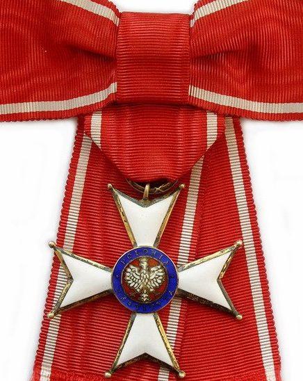 Аверс Командорского Креста ордена Возрождения Польши.