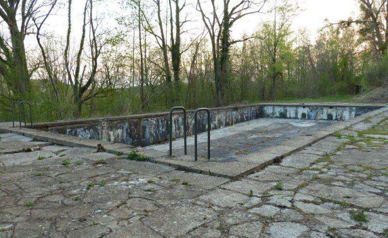 Открытый плавательный бассейн около фюрербункера.