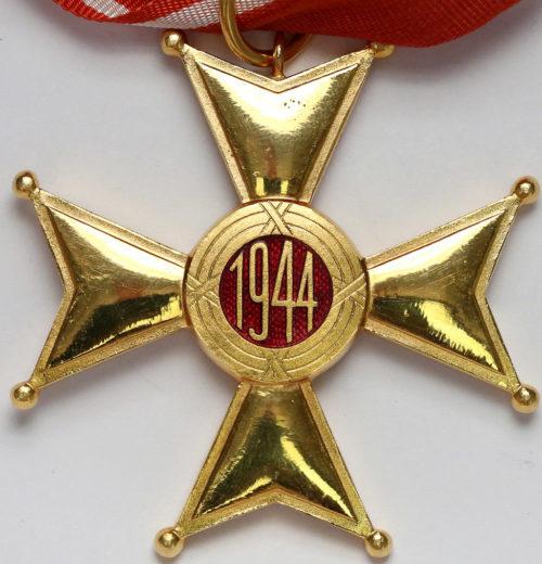 Реверс Командорского Креста ордена Возрождения Польши.