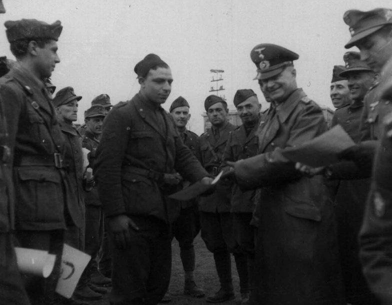 Рудольф Конрад с итальянскими офицерами. Украина. 1942 г.