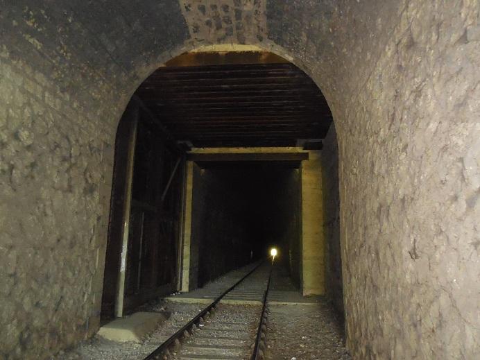 Ворота внутри тоннеля.