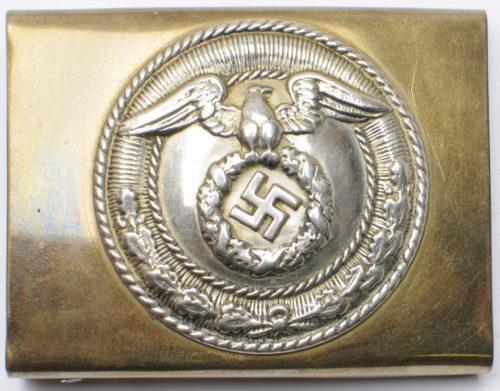 Пряжка штурмовых отрядов СА 3-го типа с крестом Рейха. Латунная с никелированным кругом.