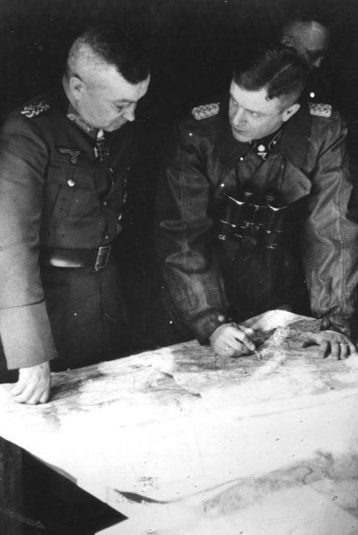 Вальтер Модель с офицерами штаба. Арнем. 1944 г.