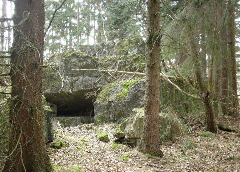 Руины взорванных бункеров.