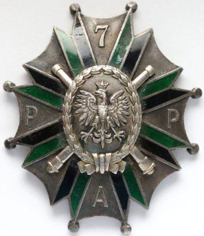 Аверс и реверс полкового знака 7-го полка легкой артиллерии.